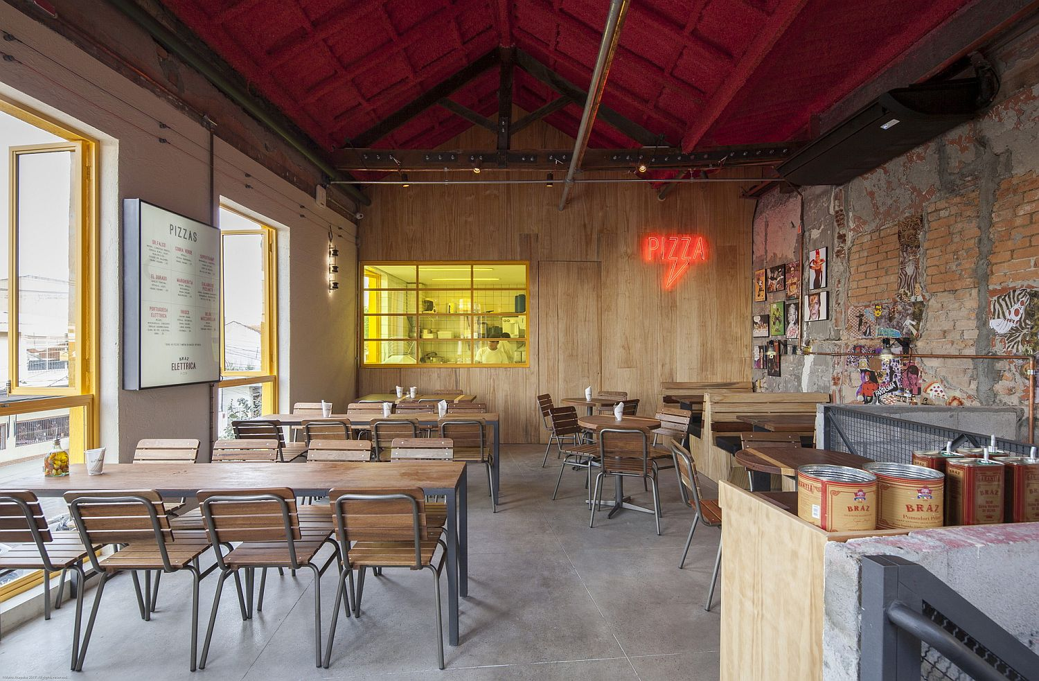 Light-filled-and-brilliant-interior-of-the-pizza-house-with-plenty-of-color