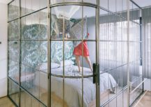 Metallic-frame-of-the-glass-bedroom-chamber-also-brings-dazzle-to-the-apartment-217x155