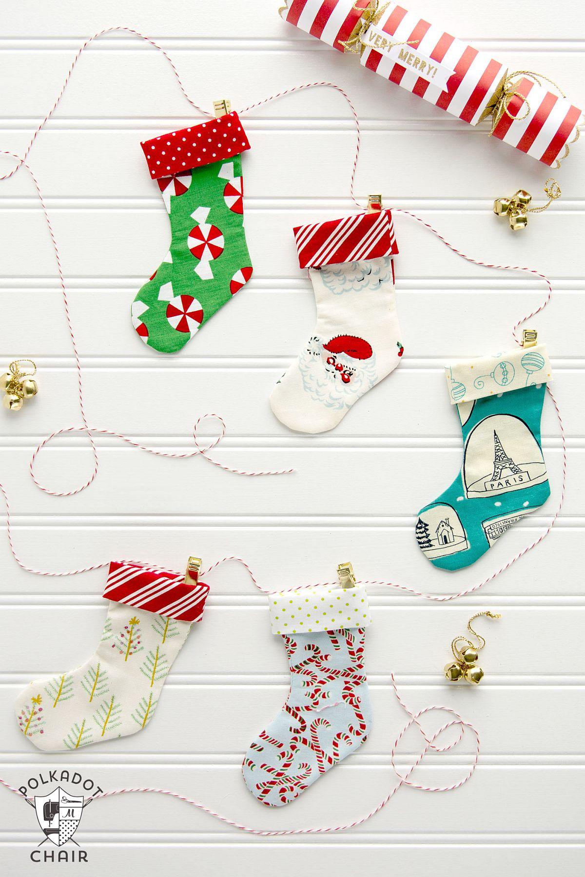 Mini-Christmas-Stocking-Garland-DIY