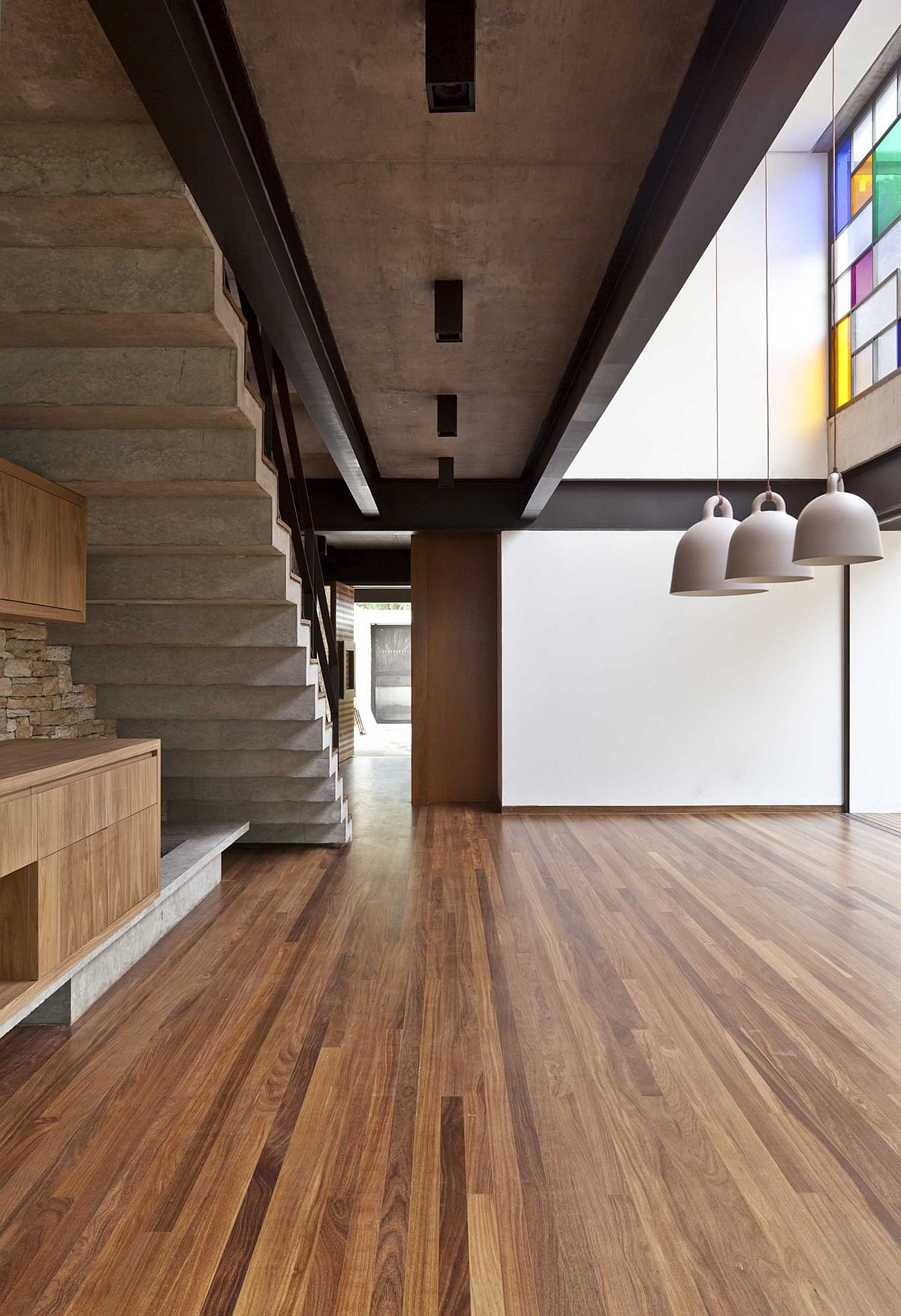 Modern Sao Paulo residence makes use of space underneath the stairs