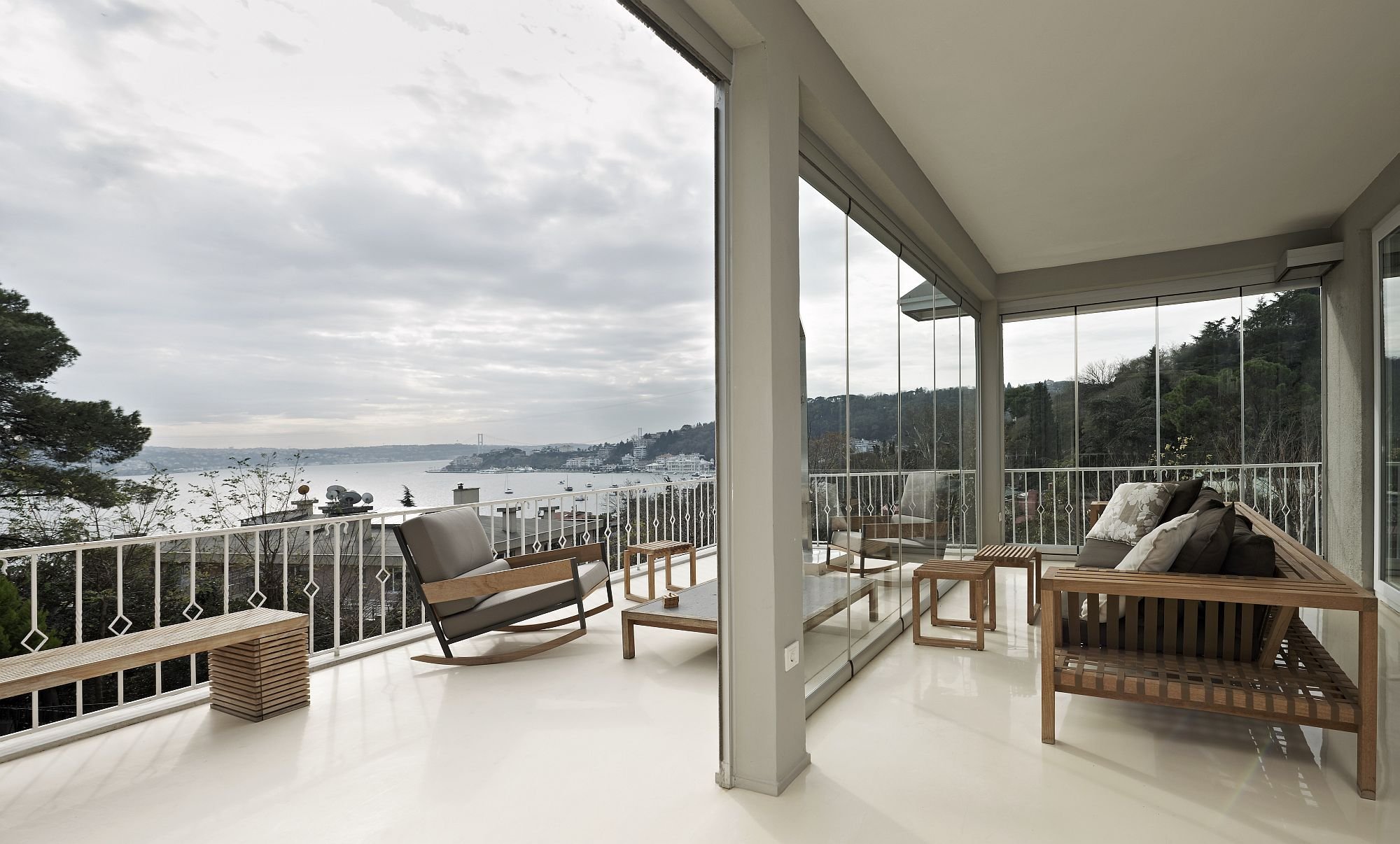 Open-deck-of-the-home-with-a-view-of-the-Bosphorus