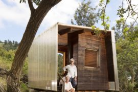 Outside House: Amazing Hawaiian Home Next to an Old Lava Flow