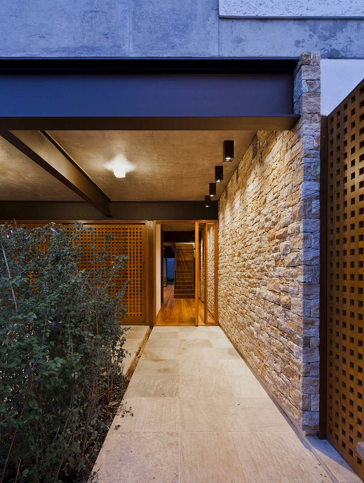 Private-entrance-to-the-Sao-Paulo-Residence