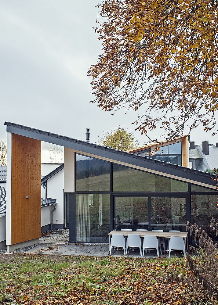 Private yard of the villa engulfed in leafy charm of fall