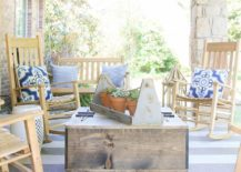 Rustic-DIY-coffee-table-on-wheels-with-storage-217x155