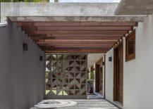 Series-of-wooden-beams-provides-a-simple-pergola-structure-217x155