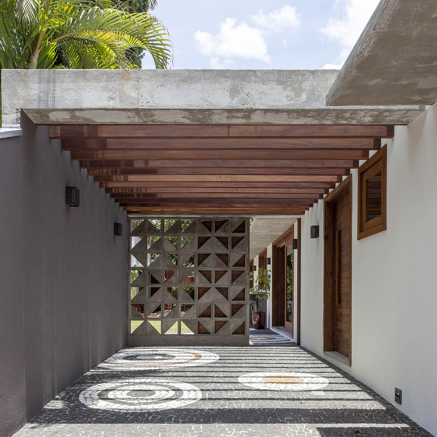 Series-of-wooden-beams-provides-a-simple-pergola-structure