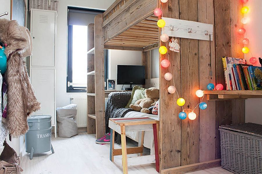 Simple use of colorful string lights in the kids' bedroom