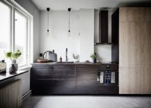 Small-kitchen-in-the-corner-with-different-wood-finishes-217x155