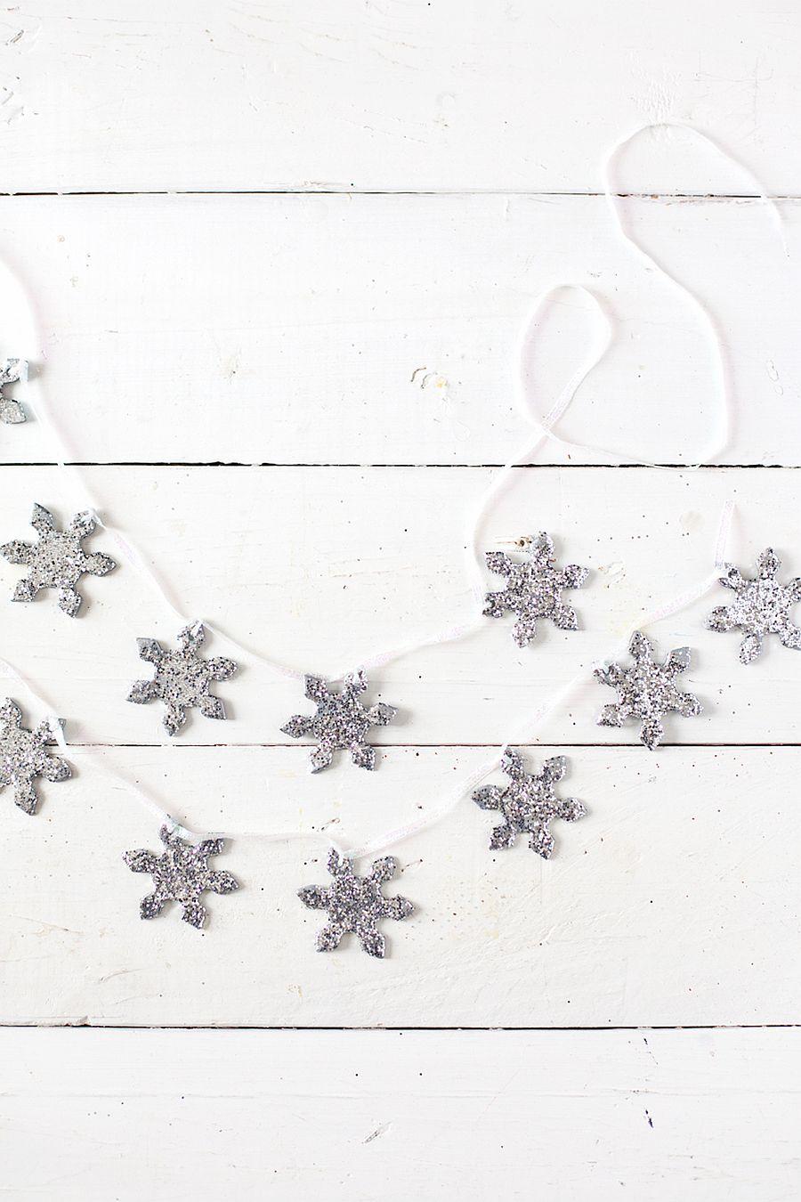 Sparkling-snowflakes-garland-DIY-idea