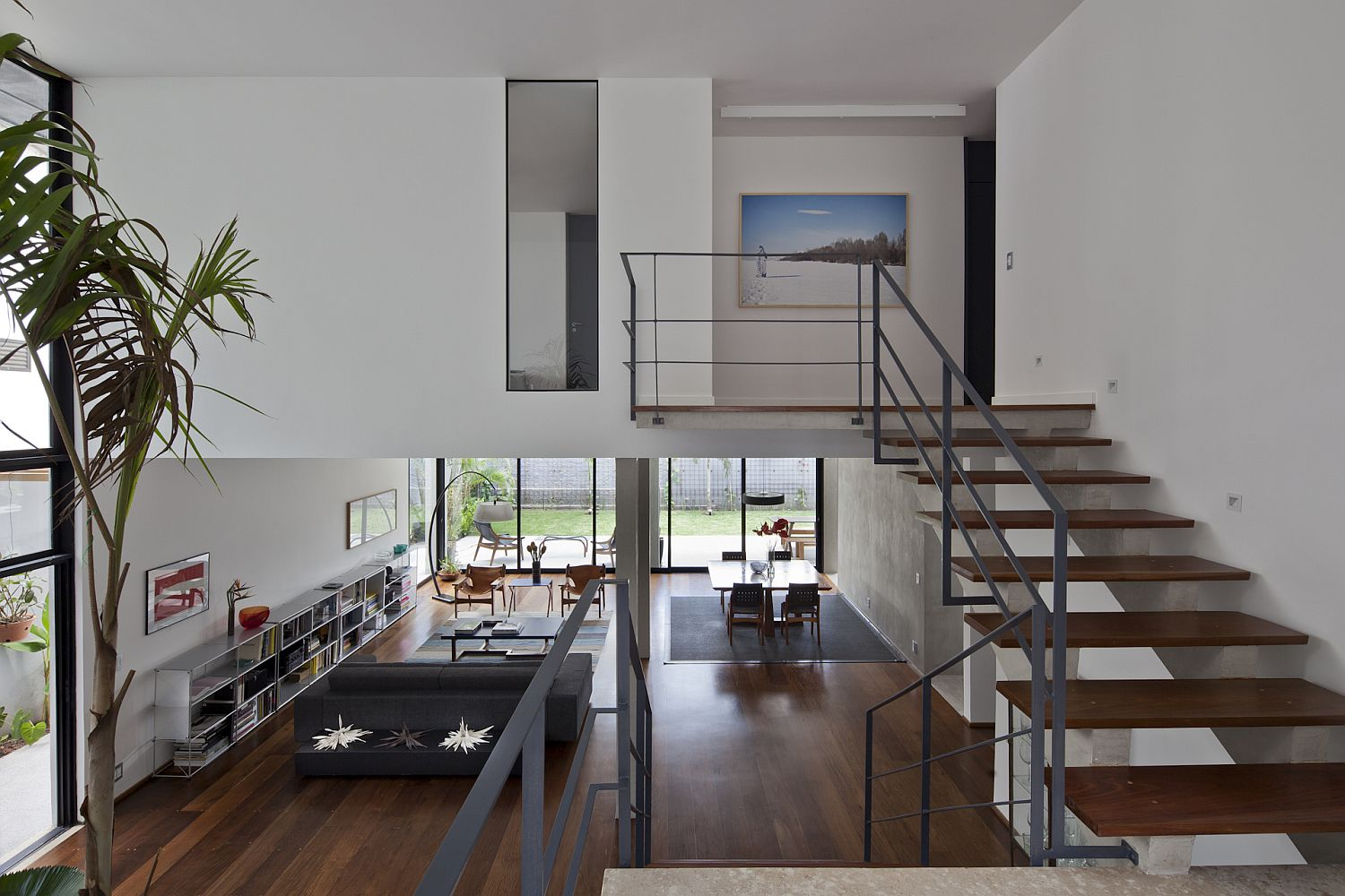 Staircase connecting the spacious living area with the bedroom