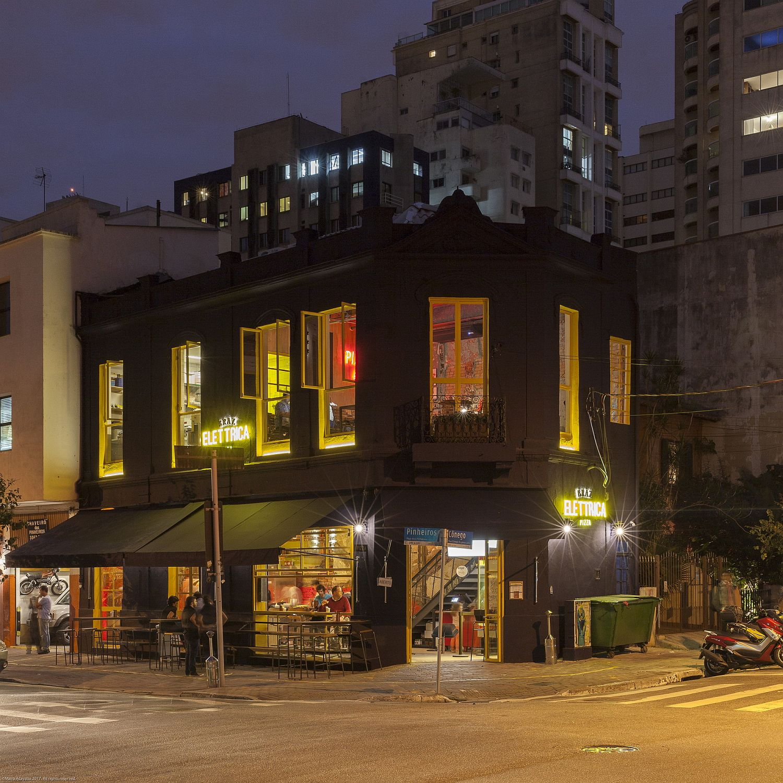 Unique street facade of Bráz Elettrica Pizza Restaurant
