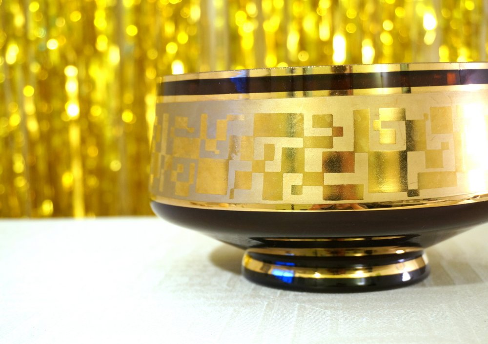 Vintage-bowl-with-gold-accents
