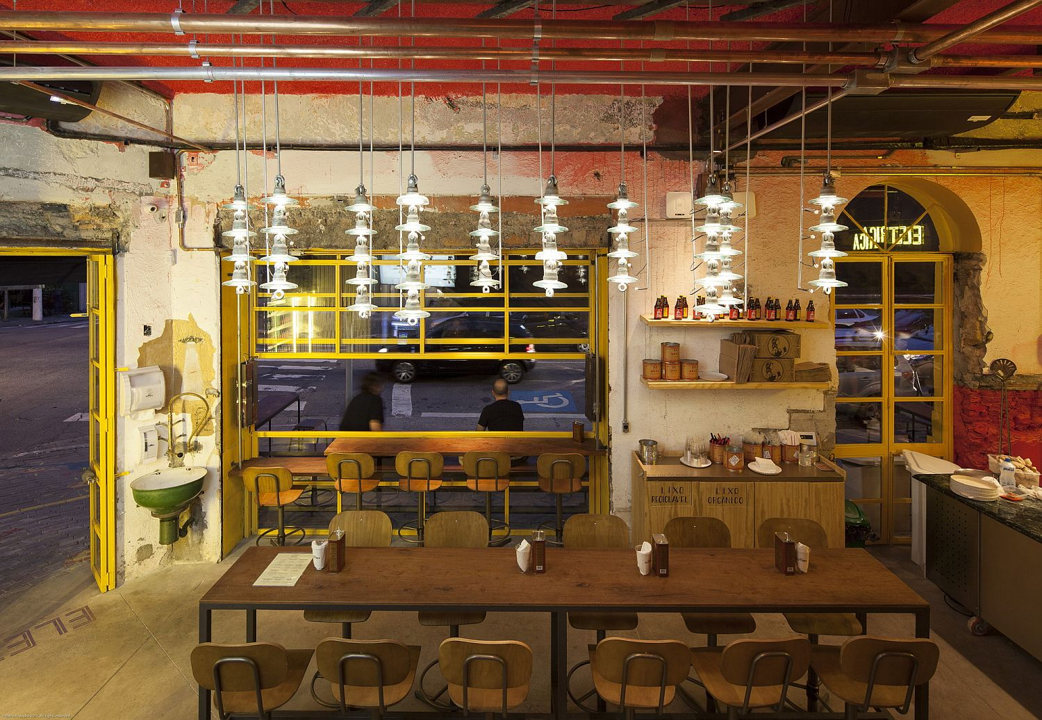 Vivacious and light-filled interior of Bráz Elettrica Pizza Restaurant