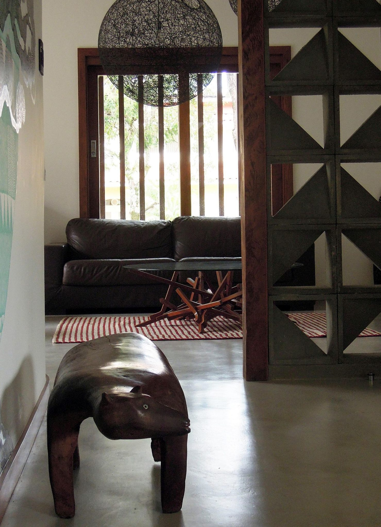 Wooden-and-concrete-partition-inside-the-house