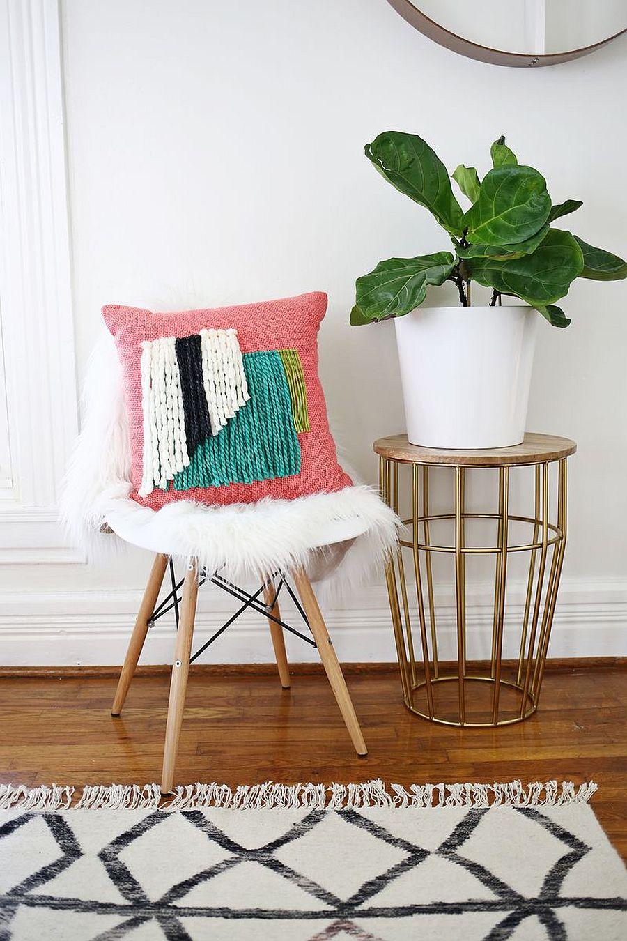 Yarn Fringe Pillow DIY is super chic and stylish