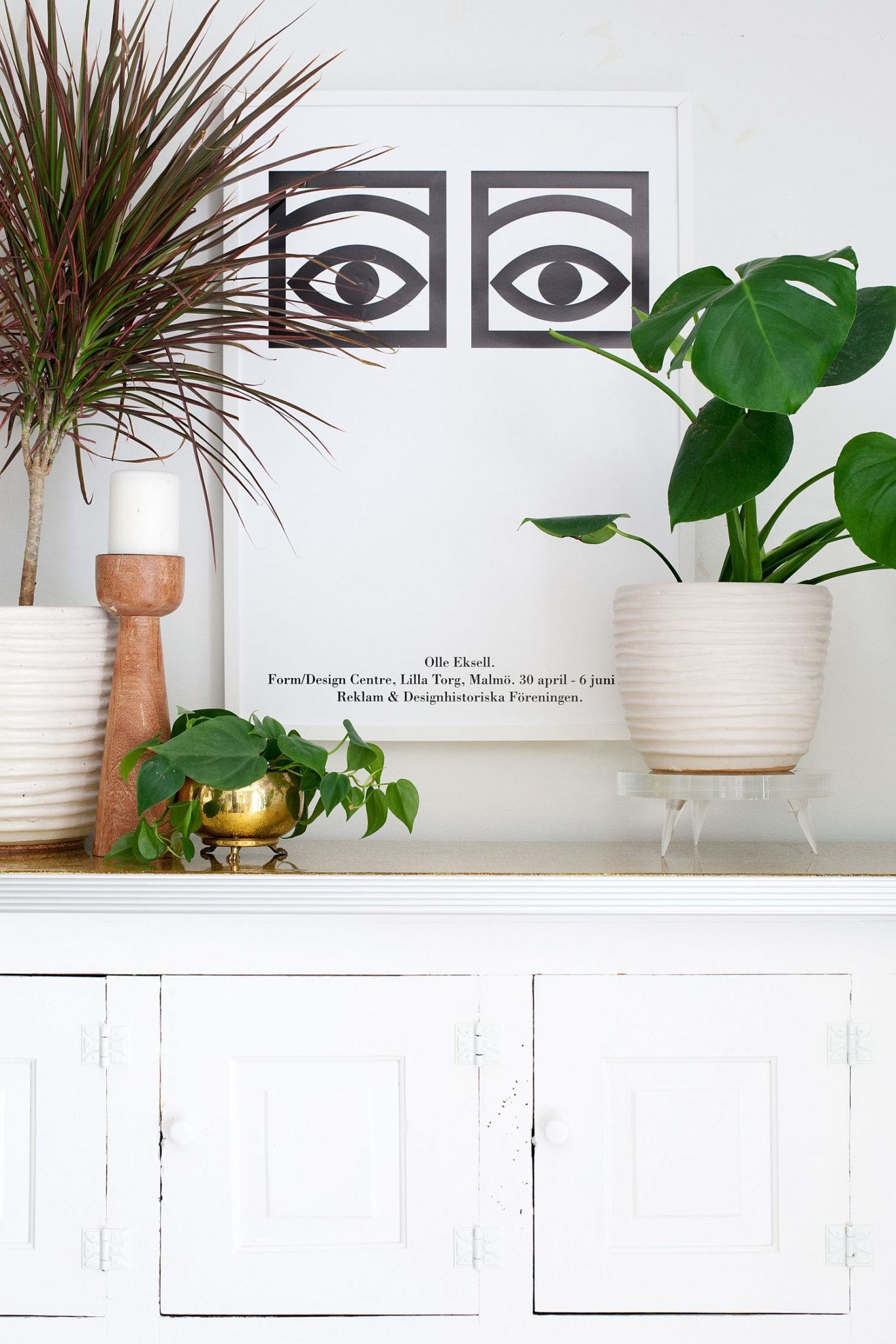 Chic-DIY-Lucite-Plant-Stand
