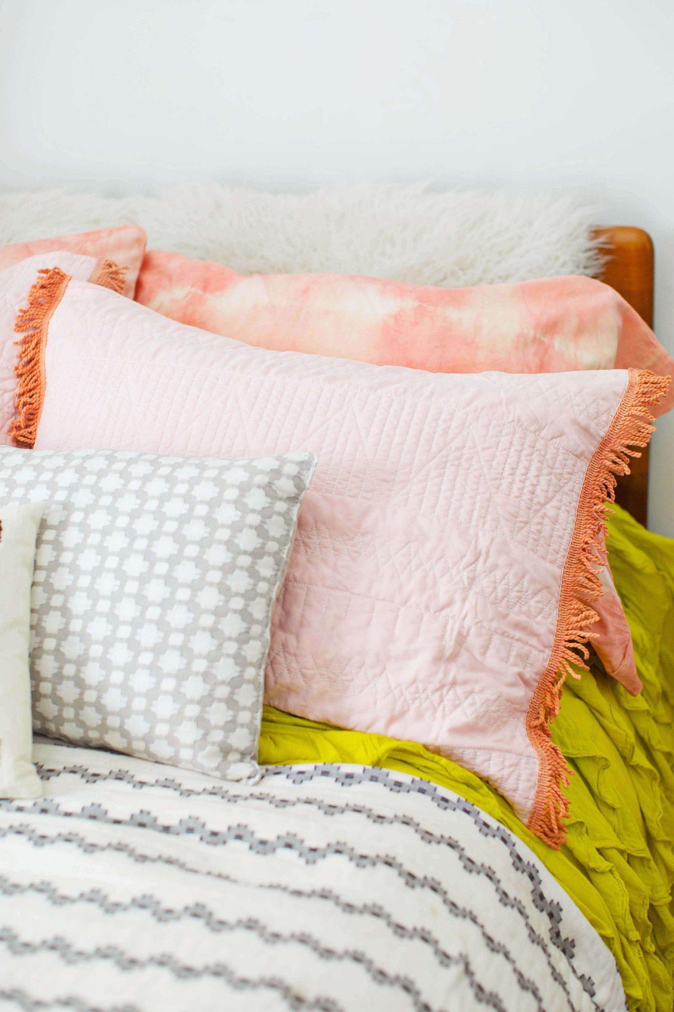 Chic-dyed-DIY-pillowcase