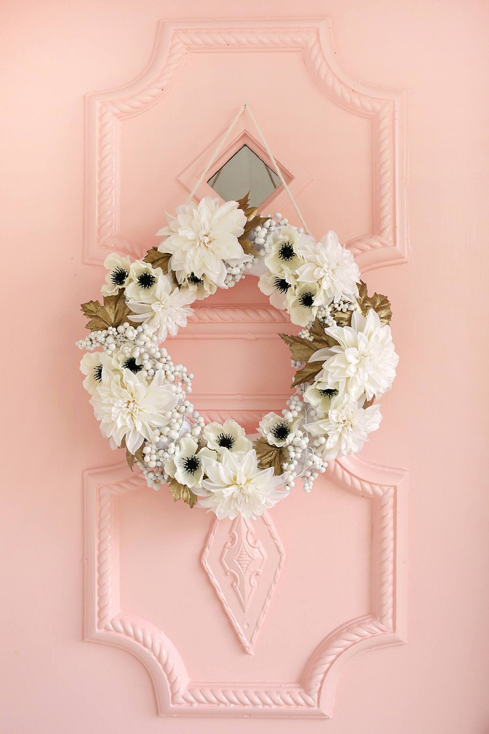 Chic white and gold Holiday wreath DIY Idea