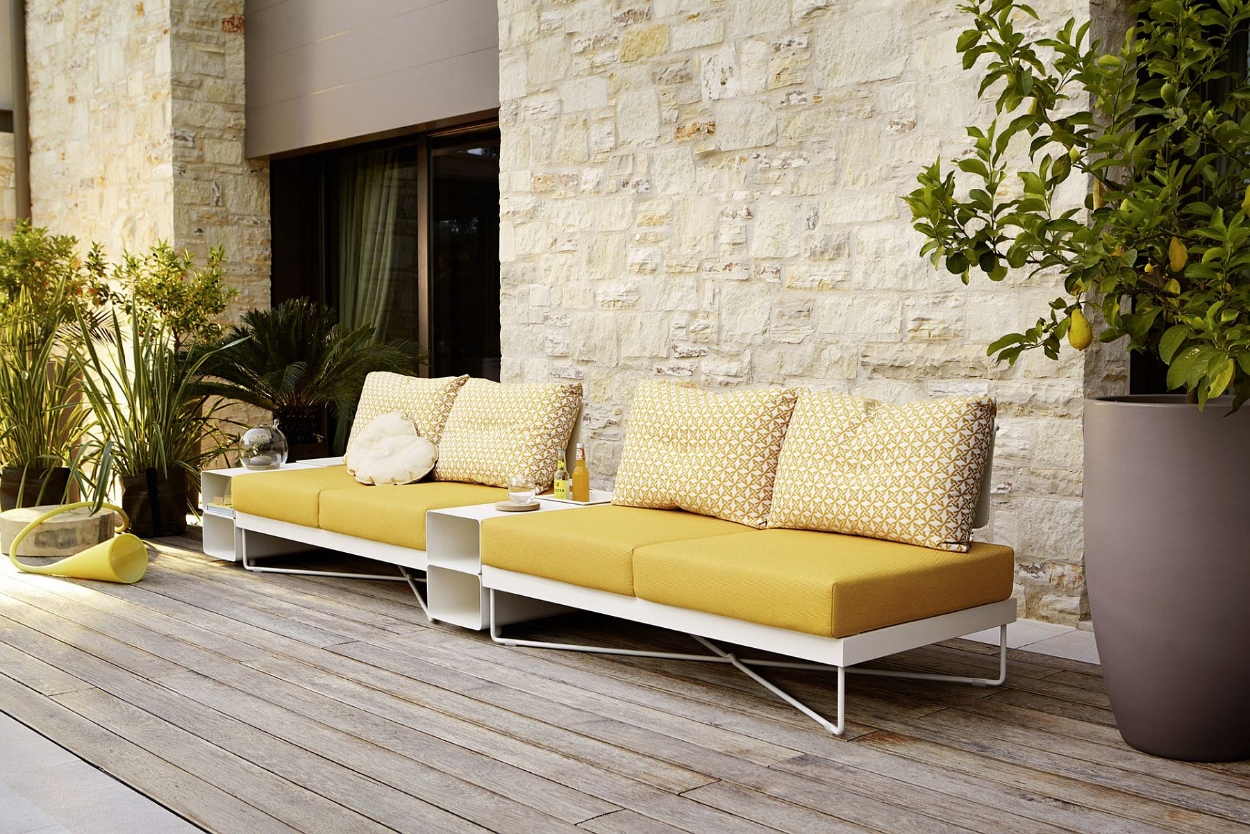 Minimal and Sophisticated Outdoor Furniture Collection with ...