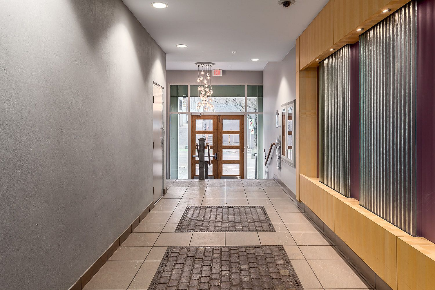 Common hallways with 1911 radiators give the building an authentic modern industrial vibe