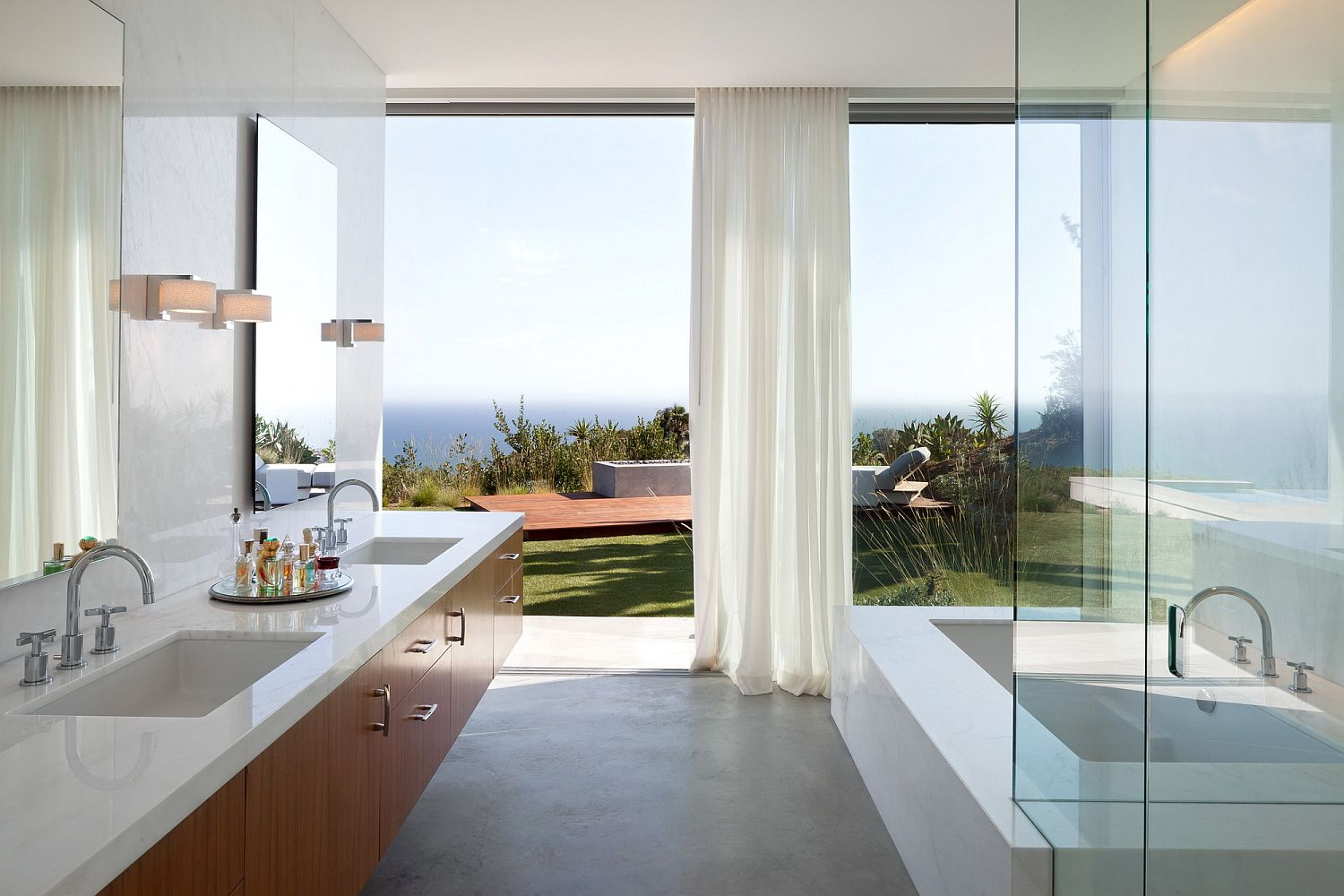 Contemporary bathroom completely open to awesome ocean views