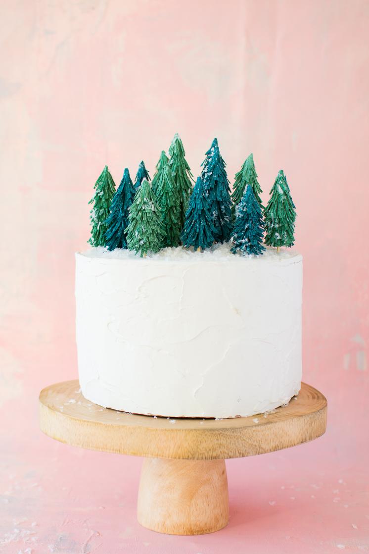 Crepe-paper-Christmas-tree-cake-topper