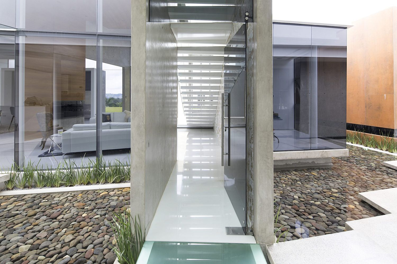 Curated-and-sheltered-entrance-to-the-contemporary-home