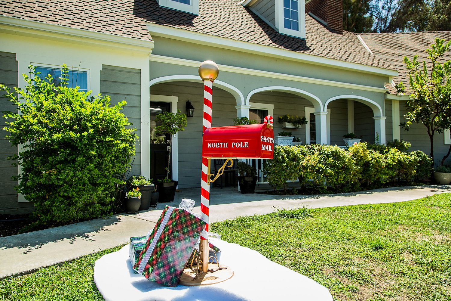 DIY Santa Mailbox is a perfect way to welcome Christmas home!