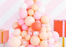 DIY-balloon-Christmas-tree-217x155