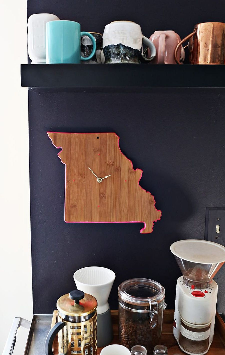 DIY cutting board clock