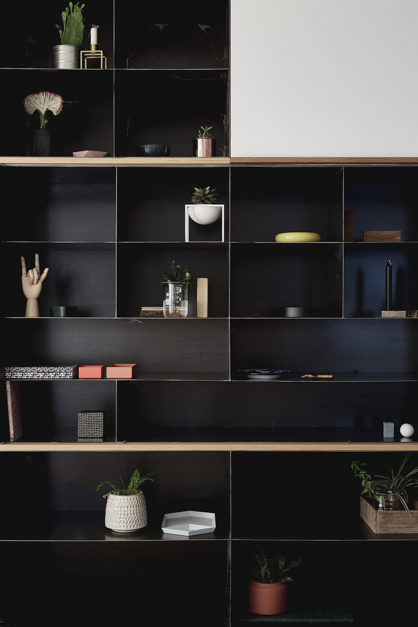 Decorating-the-living-room-entertainment-unit-in-style