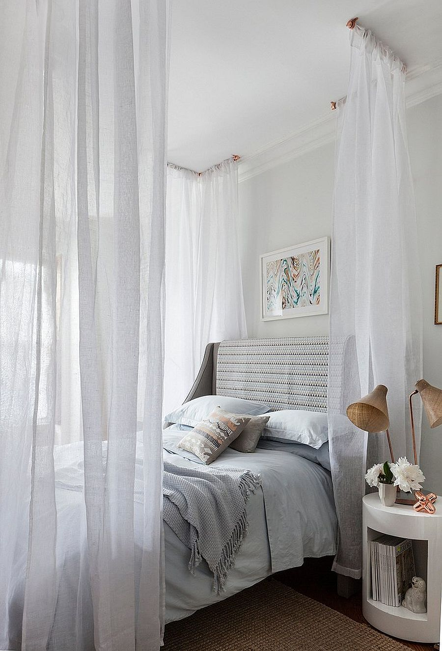 Easy-DIY-canopy-idea-for-your-bedroom