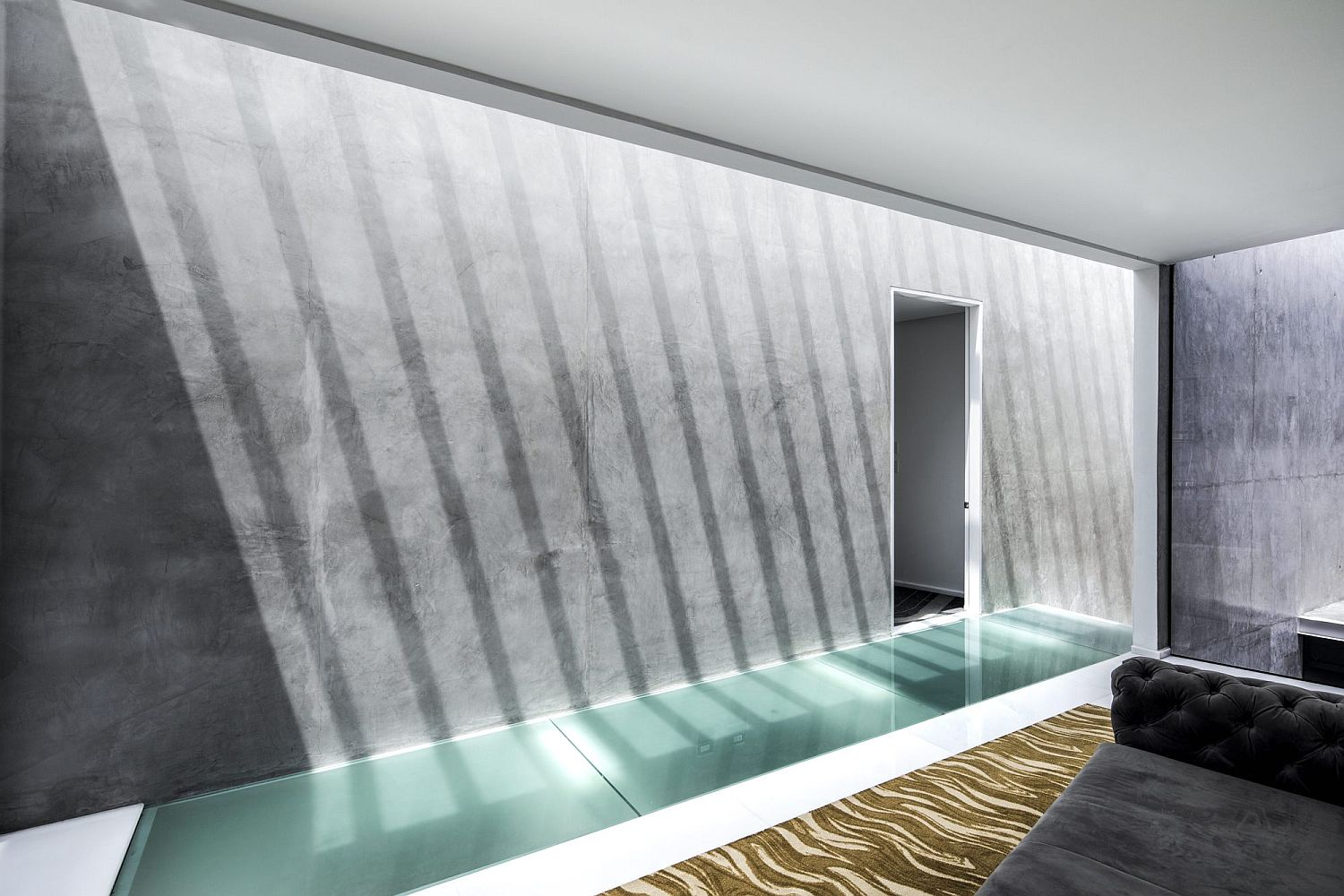 Exposed-concrete-finishes-give-the-interior-a-stoic-minimal-look