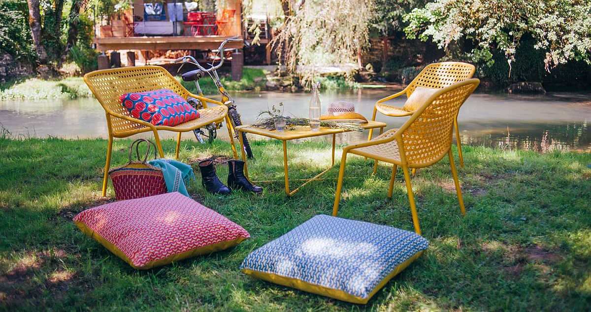 Exposure to direct sunlight does not hurt the colorful charm of the Bananes Cushions