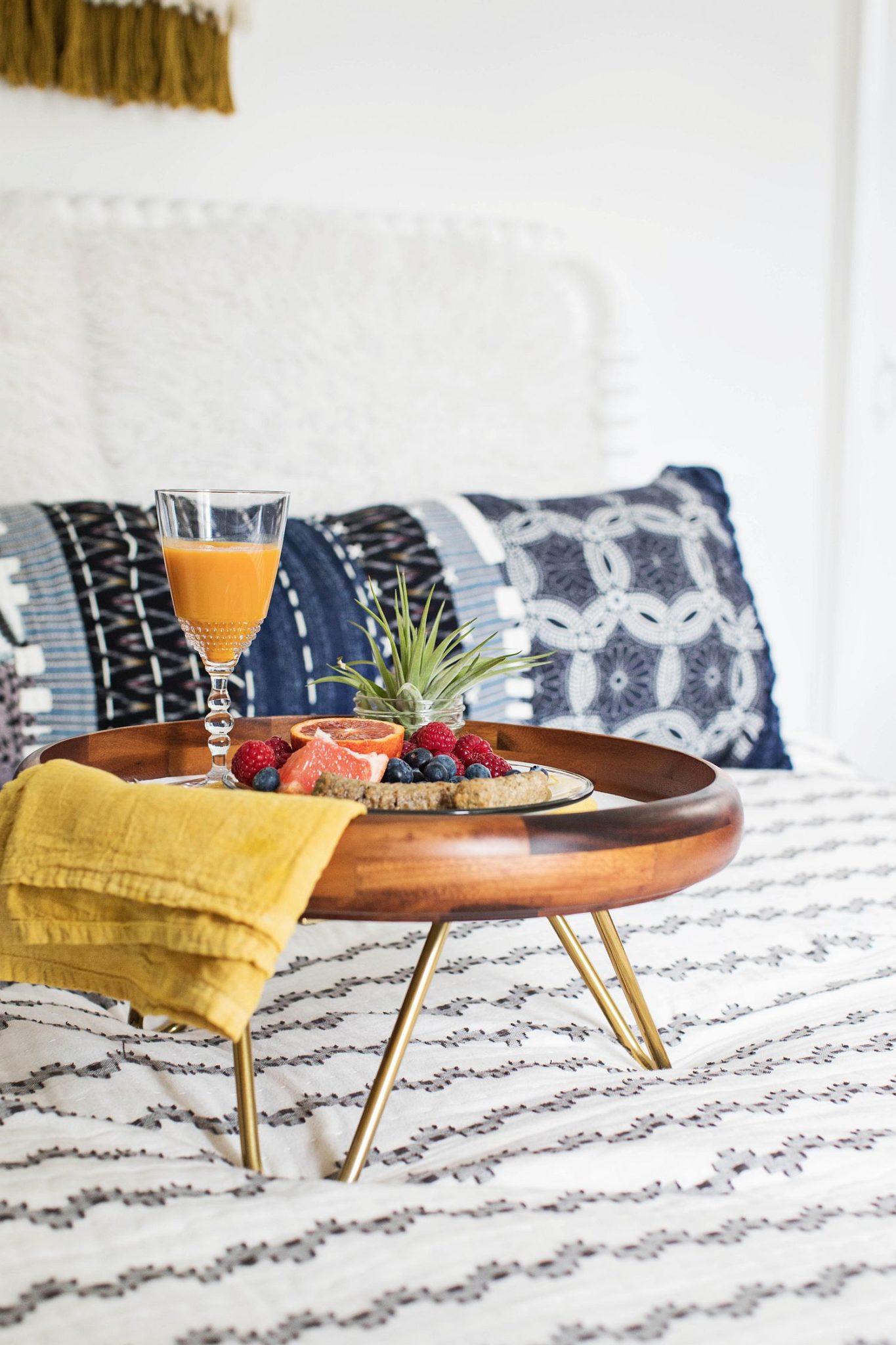 Fabulous-home-made-breakfast-tray-DIY