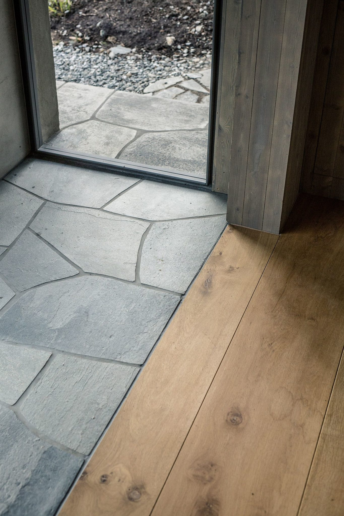 Flooring of the cabin brings together wood and stone