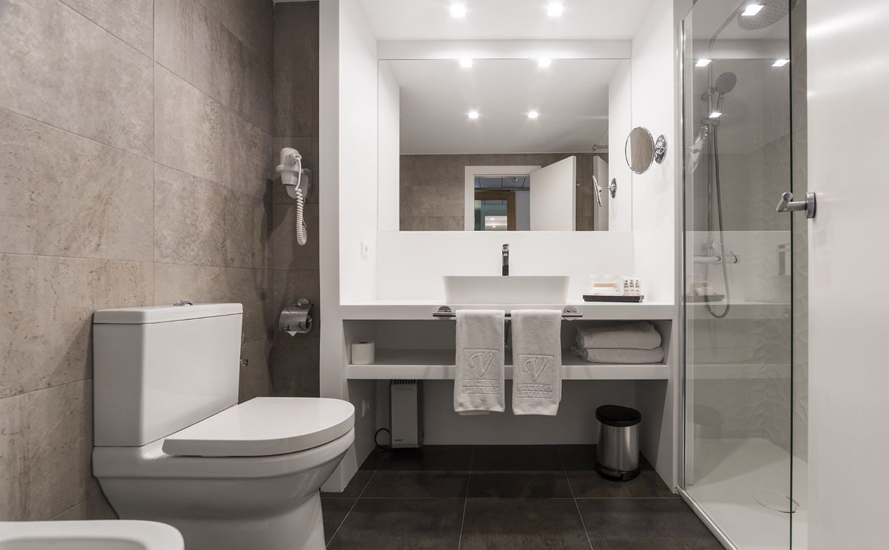 Full renovation of Hotel Vincci Soma - bathroom with Krion and K-LIFE from Porcelanosa
