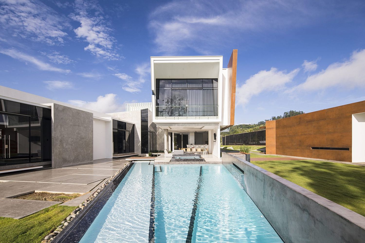 Geometric style and facade of the contemporary house in Palmares