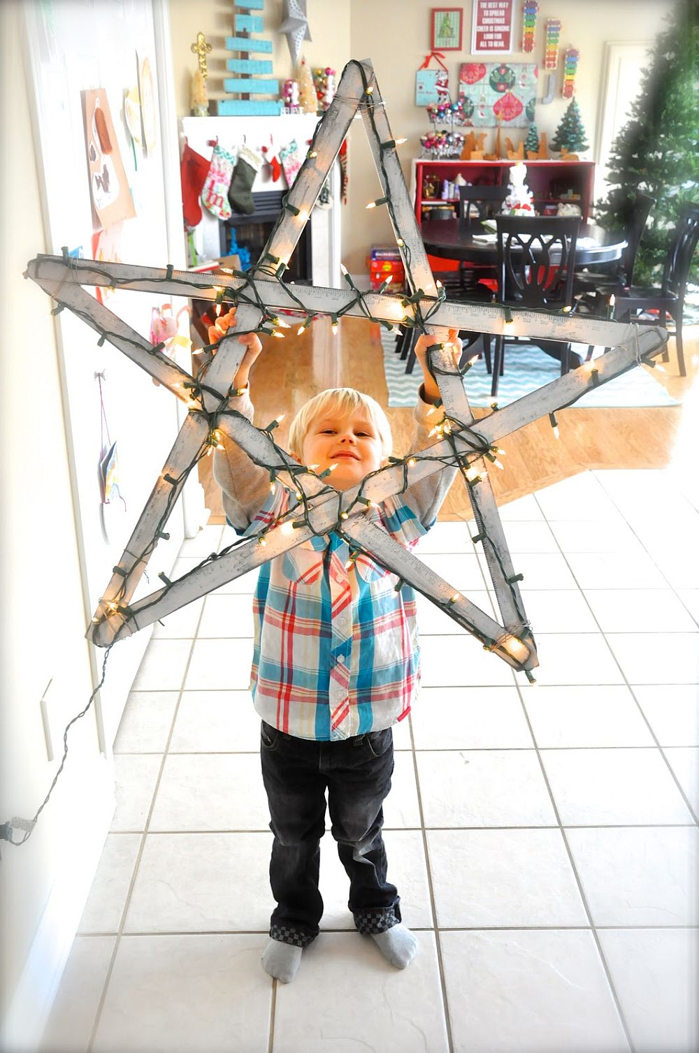 Giant Illuminated Christmas star that takes just 20 minutes to craft