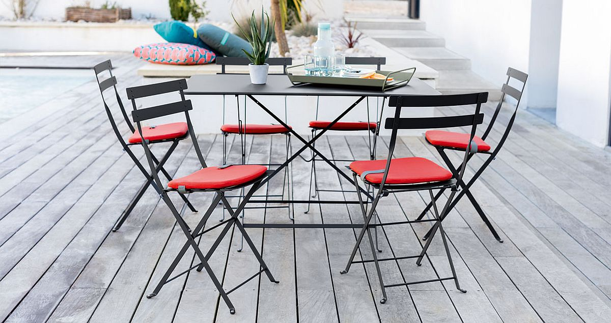 Gorgeous and timeless Bistro chairs for the alfresco dining