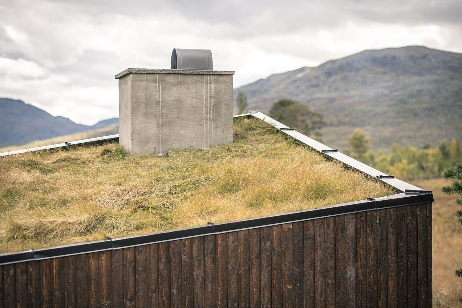 Green roof of Viewpoint Granasjøen allows it to blend in with the landscape