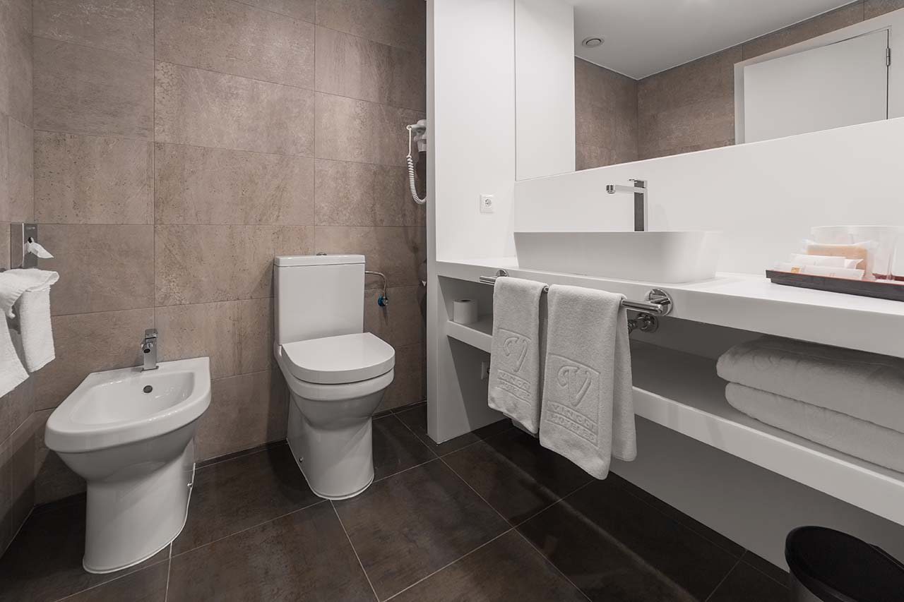 Hotel Vincci Soma - bathrooms created with KRIONK-LIFE