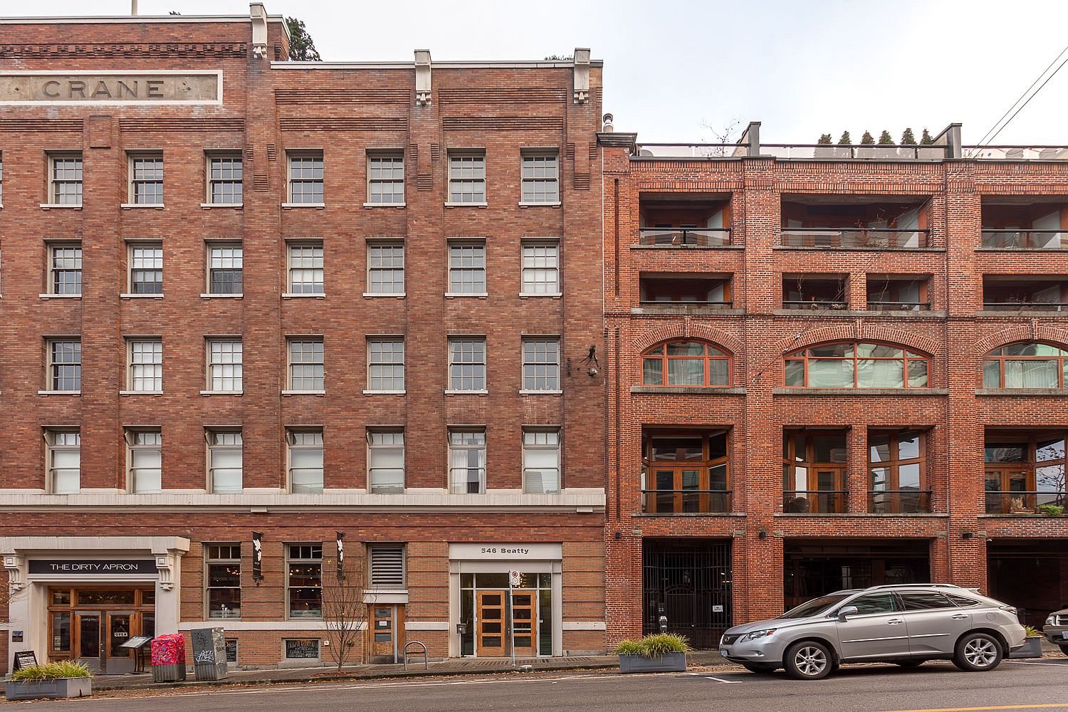 Industrial 1911 building in Vancouver holds modern residences