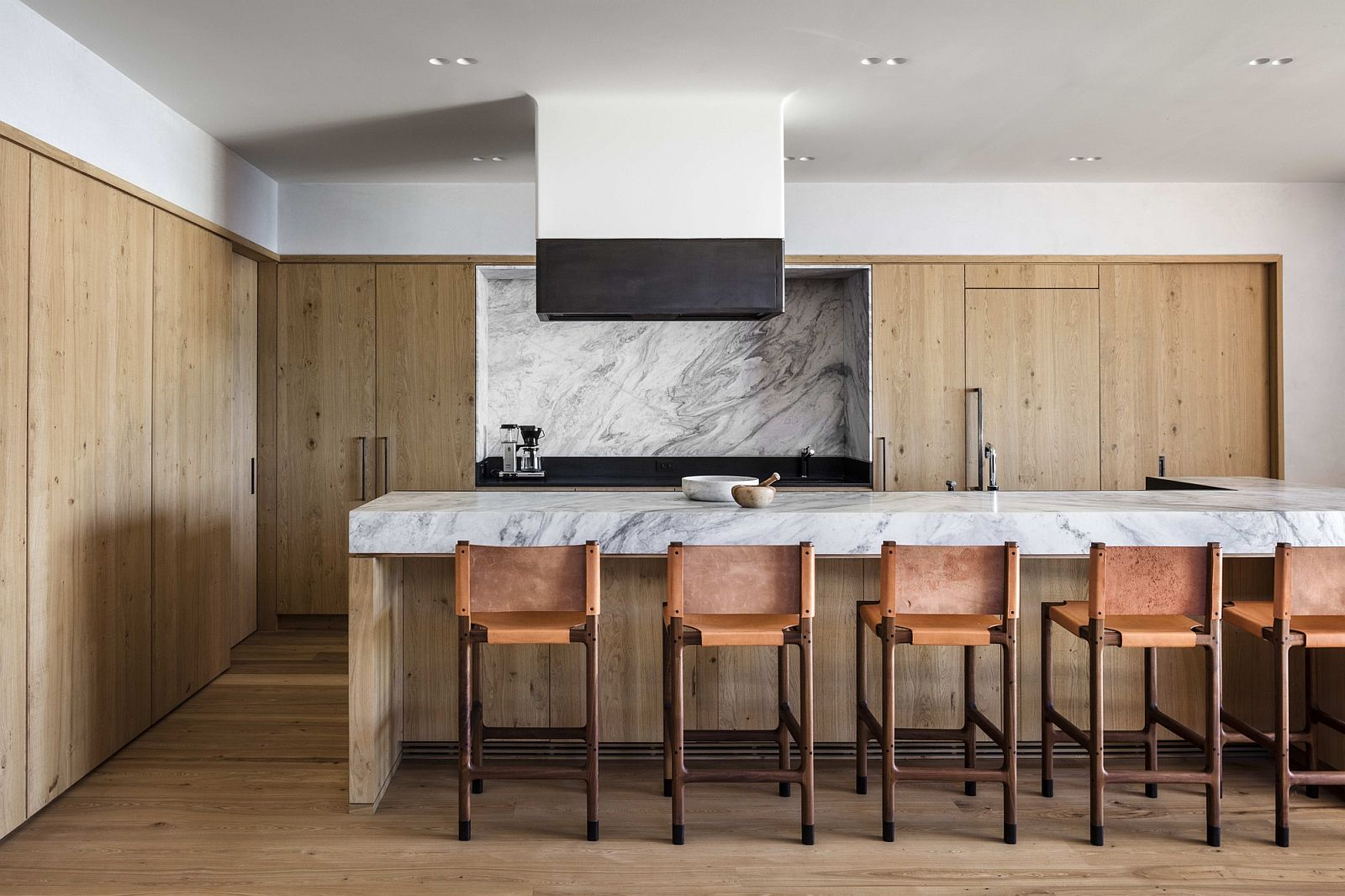 Kitchen-in-wood-and-marble-with-naural-light