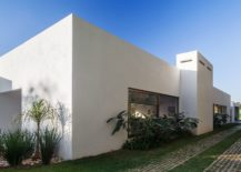 L-Shaped-design-of-the-family-offers-privacy-within-the-central-courtyard-217x155