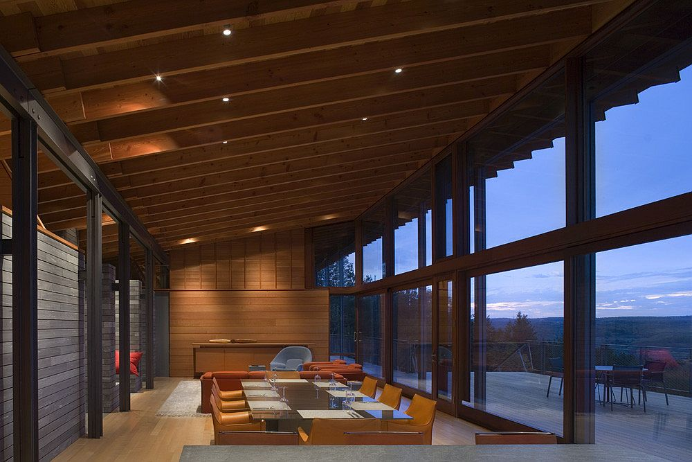 Living-area-dining-room-and-kitchen-of-the-Canadian-retreat