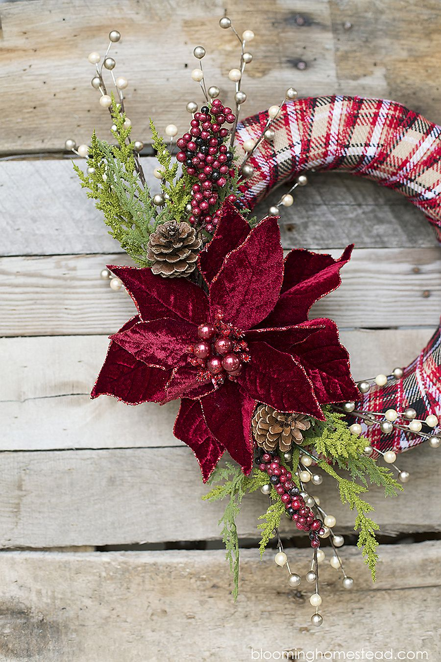 Lovely use of color creates a stunning DIY Christmas wreath