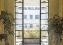 New-interior-of-the-restore-home-flows-into-the-lovely-courtyards-outside-217x155