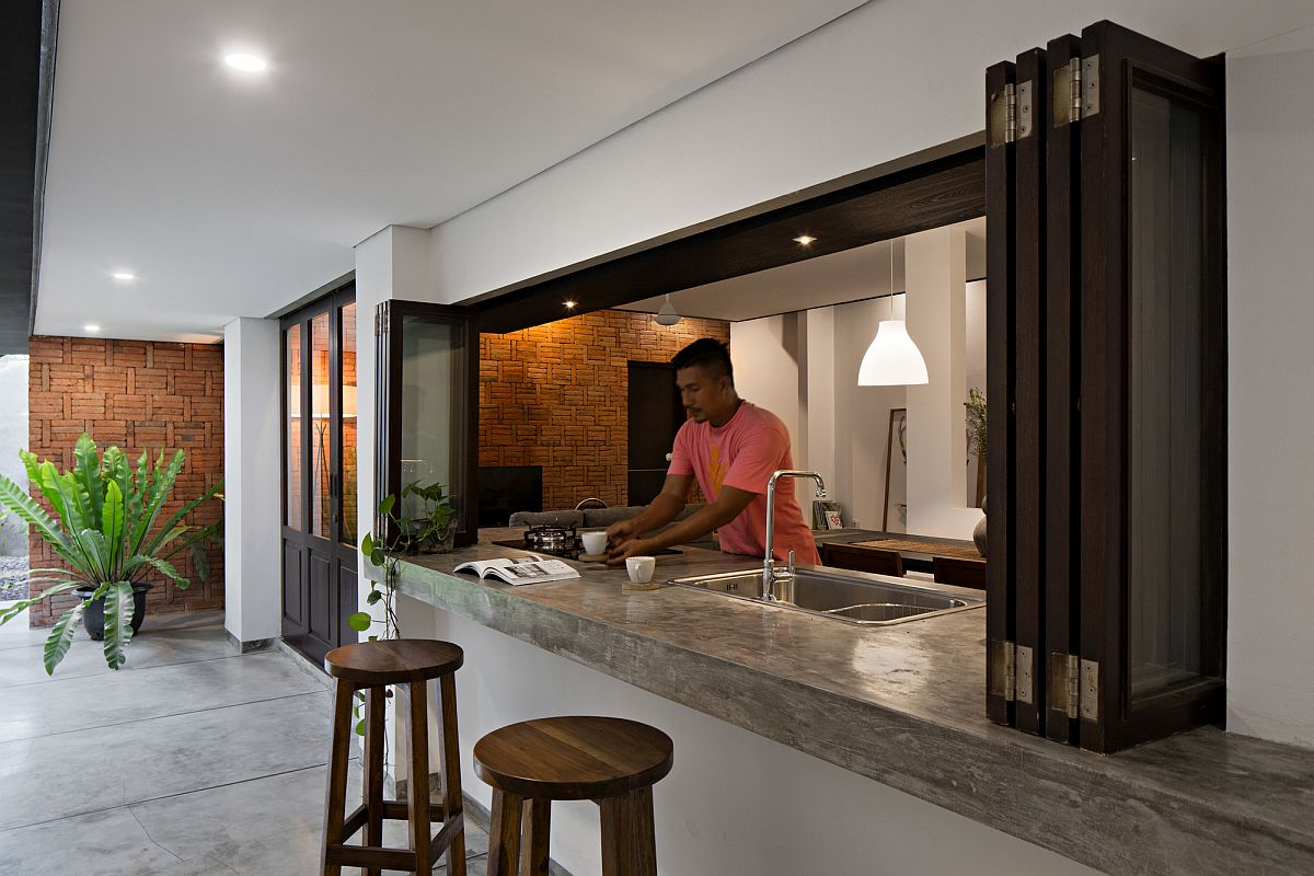 Open and inviting ambiance of the house in Bali with a sweeping corridor